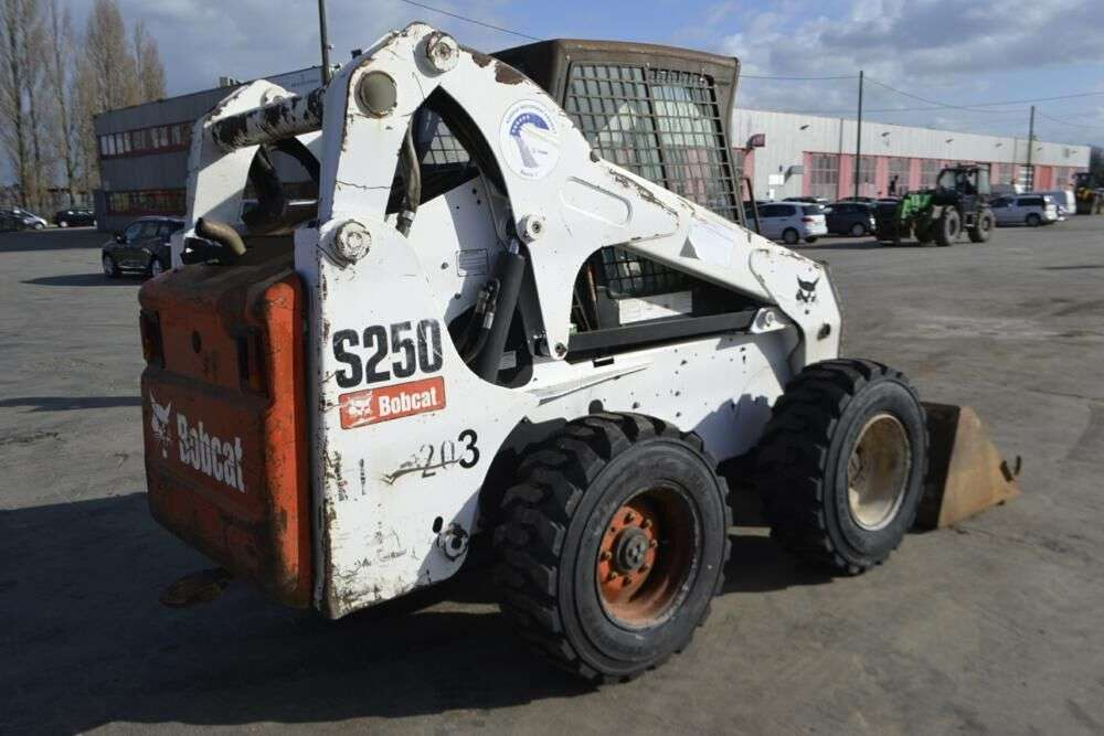 BOBCAT S250 skid steer for sale by auction - Photo 3