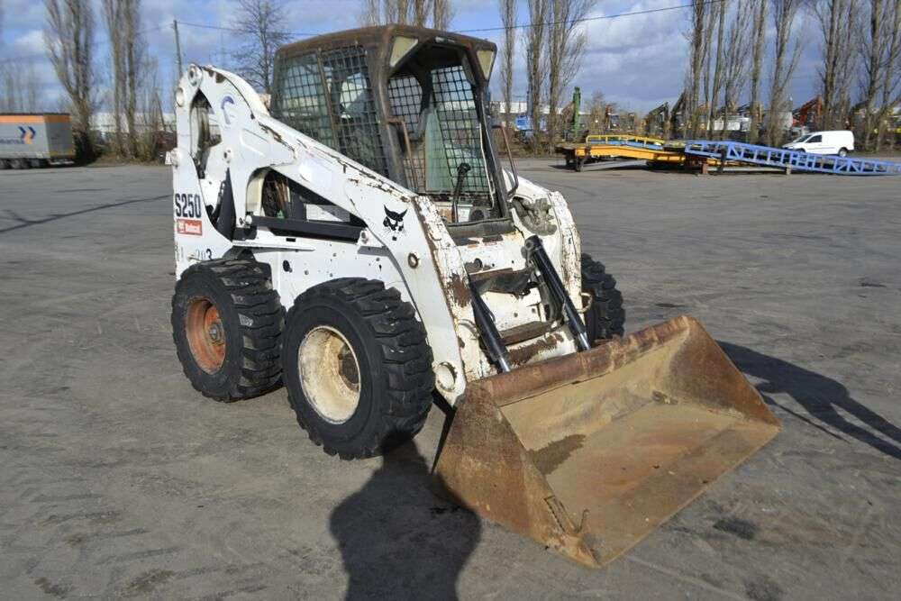 BOBCAT S250 skid steer for sale by auction - Photo 4