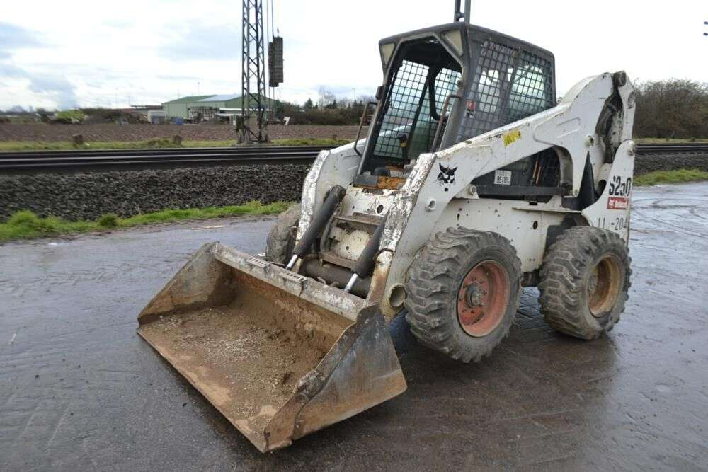 BOBCAT S250 skid steer for sale by auction - Photo 1