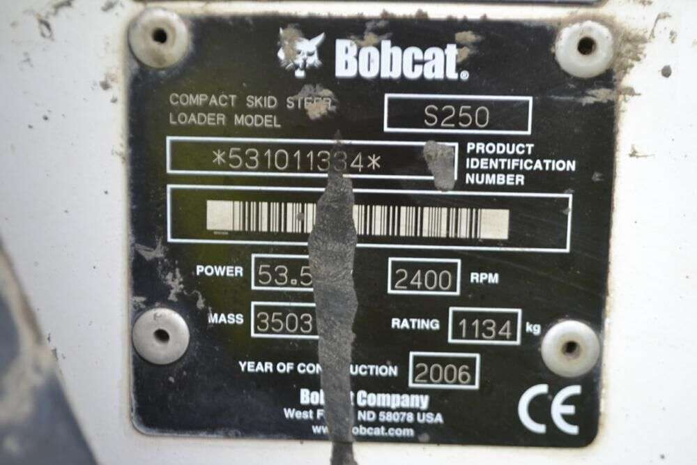 BOBCAT S250 skid steer for sale by auction - Photo 11