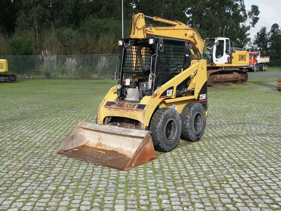 CATERPILLAR 226B skid steer - Photo 1