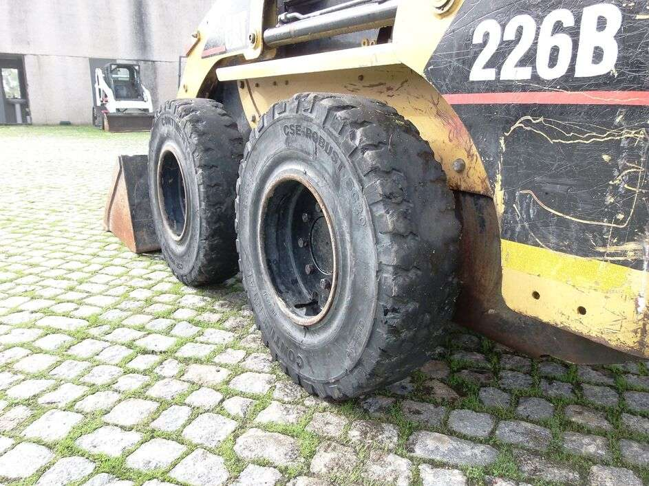 CATERPILLAR 226B skid steer - Photo 12