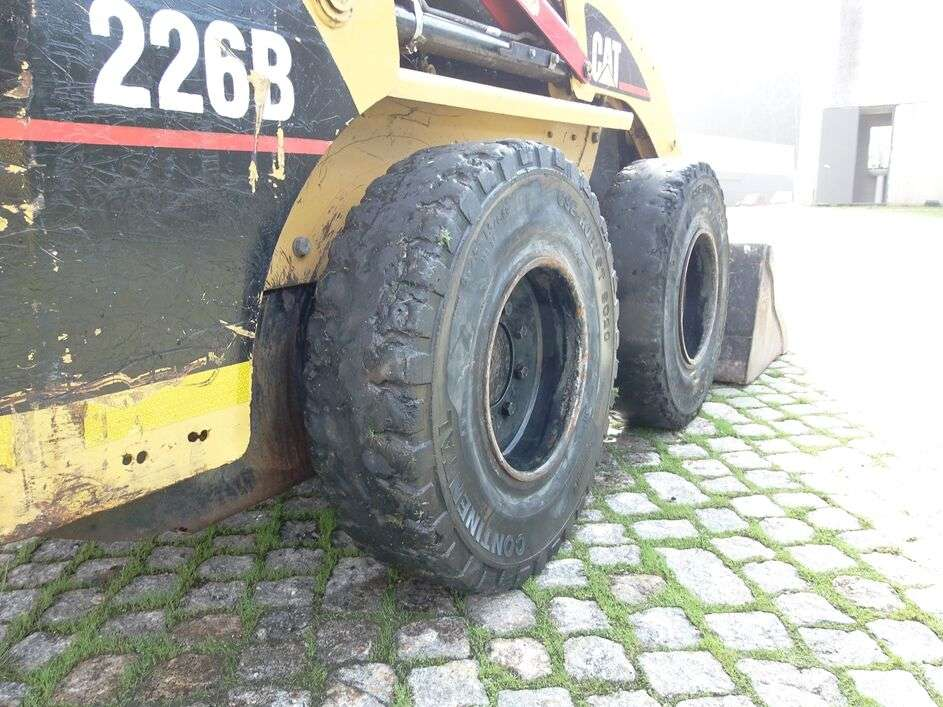 CATERPILLAR 226B skid steer - Photo 13