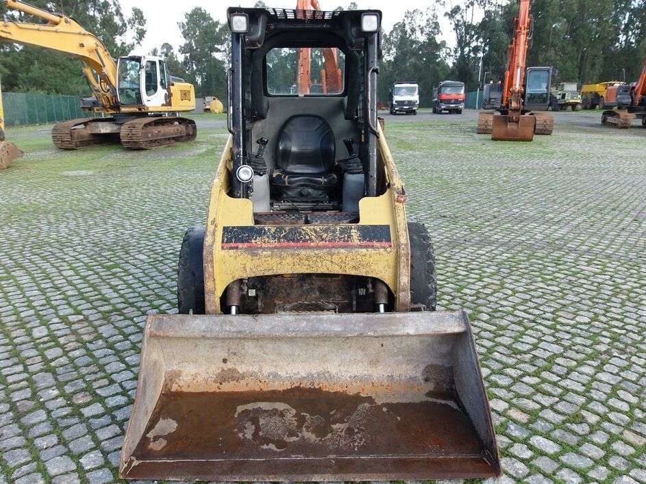 CATERPILLAR 226B skid steer - Photo 14
