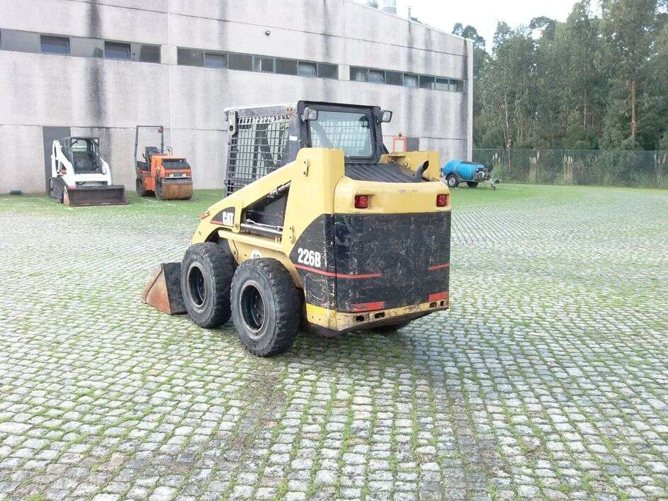 CATERPILLAR 226B skid steer - Photo 3