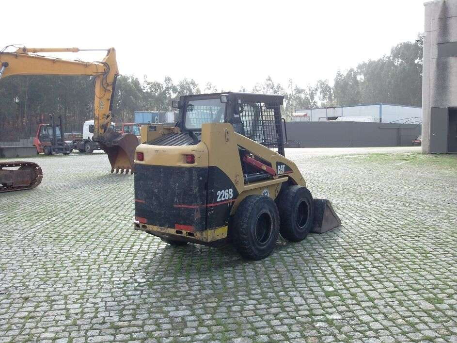 CATERPILLAR 226B skid steer - Photo 4